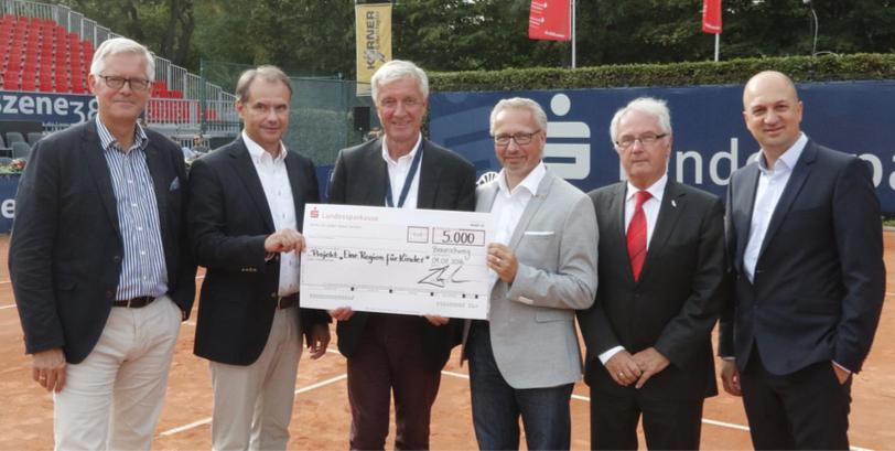 Bild: Christoph Schulz (Landessparkasse), Ulrich Markurt (Schirmherr), Harald Tenzer (Brunswiek Marketing), Michael Schwarze (Eine Region für Kinder), Volker Jäcke (Brunswiek Marketing)